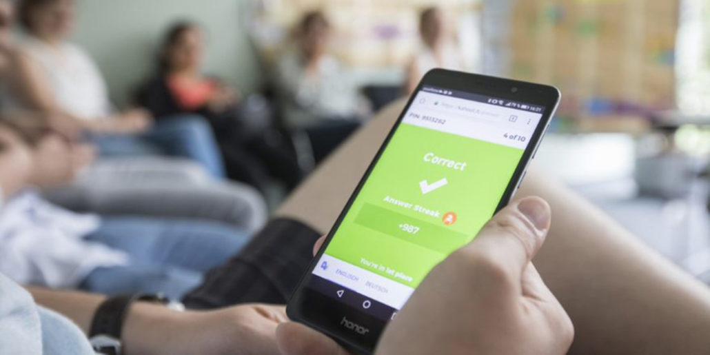 Grüner Haken auf Smartphone