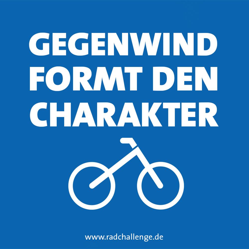 Über einem Fahrrad-Icon steht der Text: Gegenwind formt den Charakter. Am Bildrand ist eine Emailadresse angegeben: www.radchallenge.de
