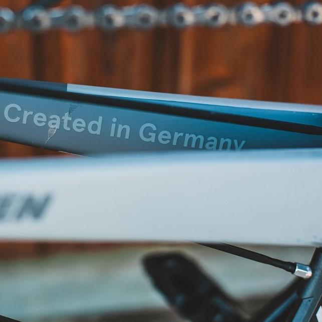 """Fahrradrahmen auf dem """"Created in Germany"""" steht"""