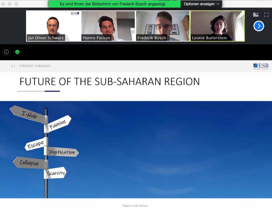 Es handelt sich um den Screenshot einer Videokonferenz. Im oberen Teil sind Teilnehmende des Foresight-Projekts zu sehen. Die Folie aus der Abschlusspräsentation zeigt einen Wegweiser mit diversen Schildern, die in verschiedene Richtungen zeigen.